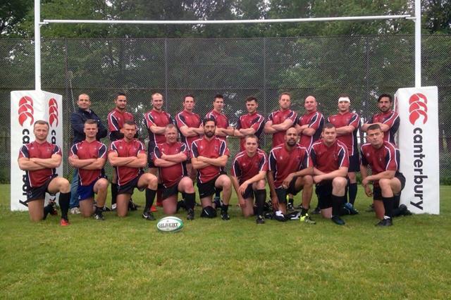De heren van de Luchtmobiele Brigade in het nieuwe rugbytenue.