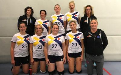 Dames vv. Flits in de nieuwe volleybalshirts